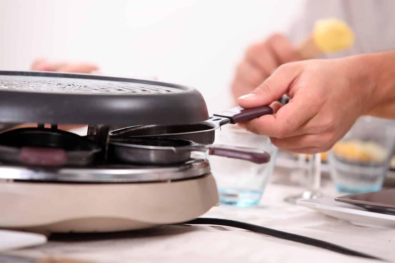 wie pflege ich meinen raclette grill richtig hilfe im netz. Black Bedroom Furniture Sets. Home Design Ideas