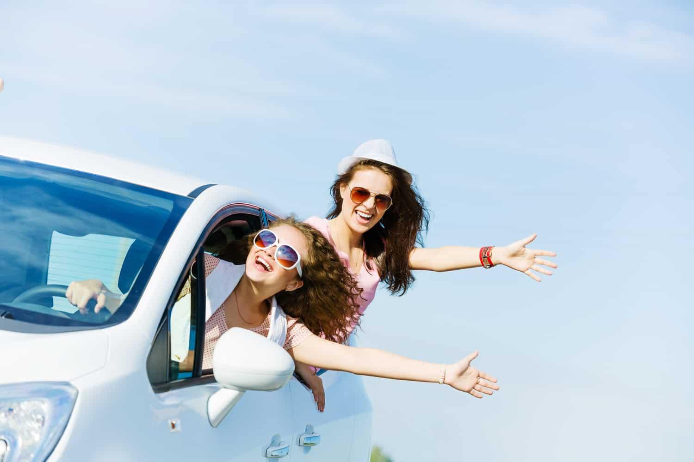 Фото девушек вылезающих из машины 1 фотография