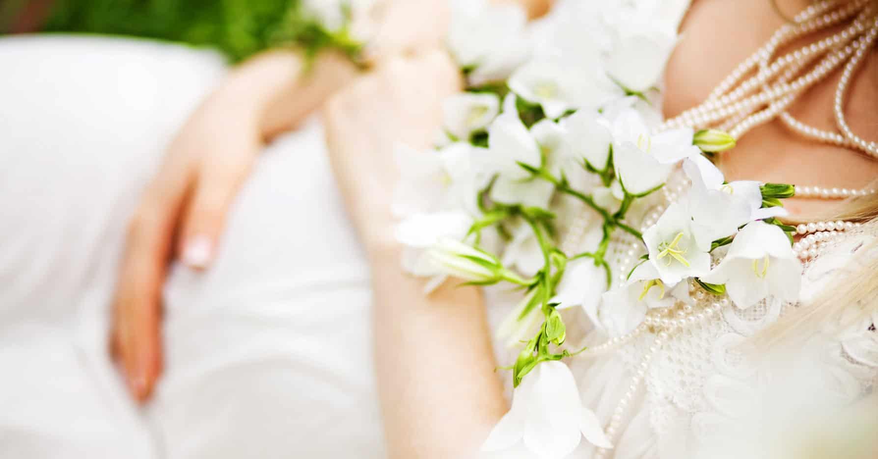 Festliche Umstandsmode für Braut und Hochzeitsgäste