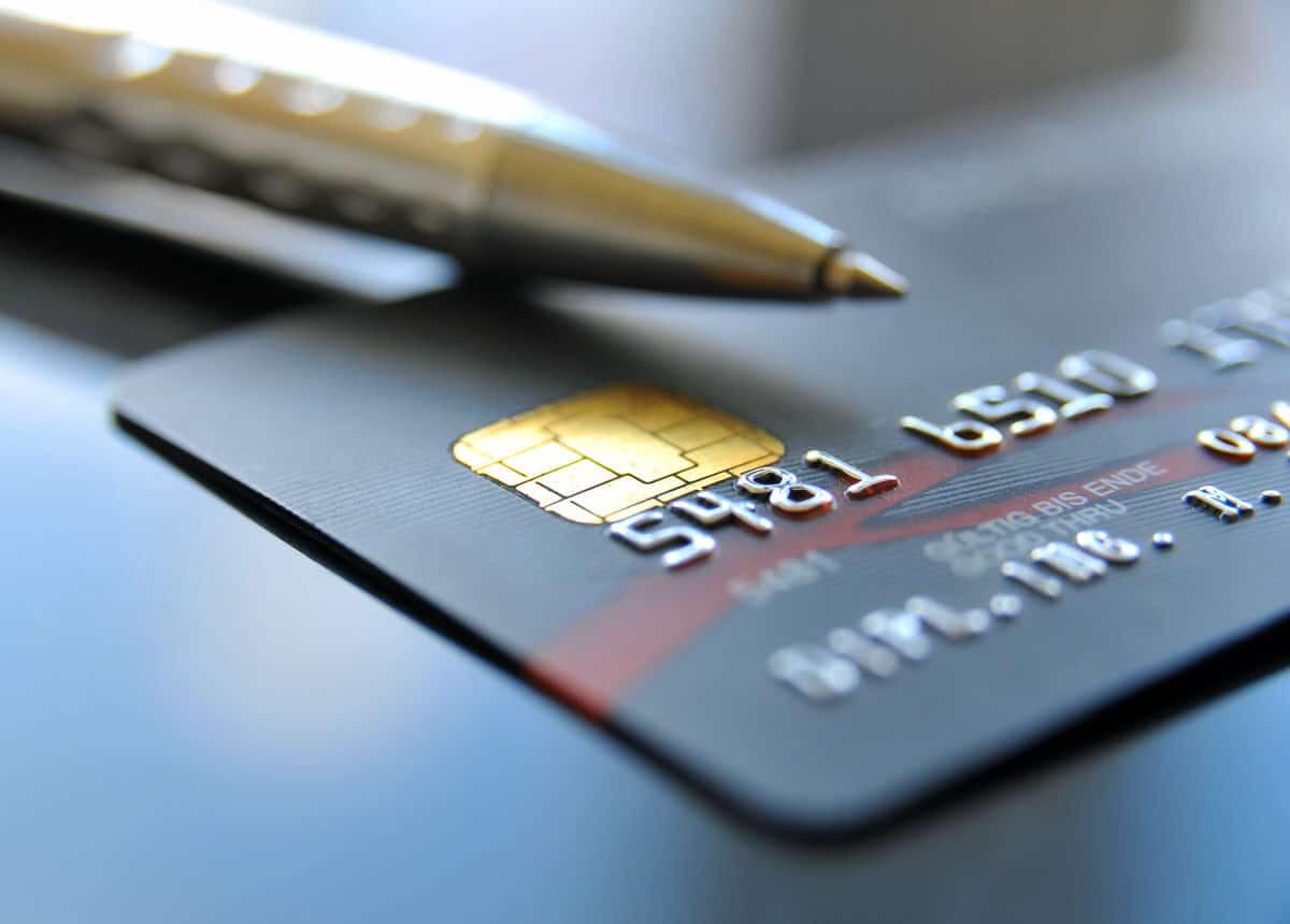 Die Kreditkarte - eine kleine Plastikkarte steht für Vertrauenswürdigkeit und Flexibilität