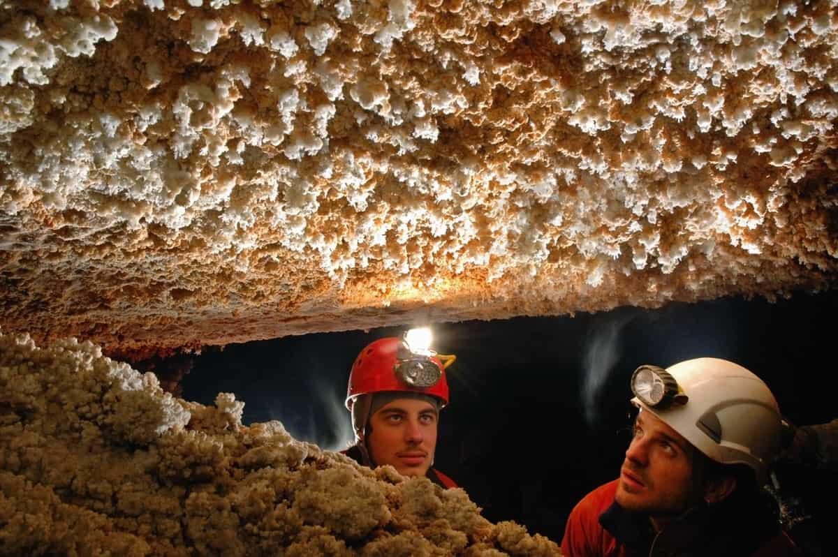 Höhlenforschung in Italien: Sicher unter Tage mit richtigem Equipment