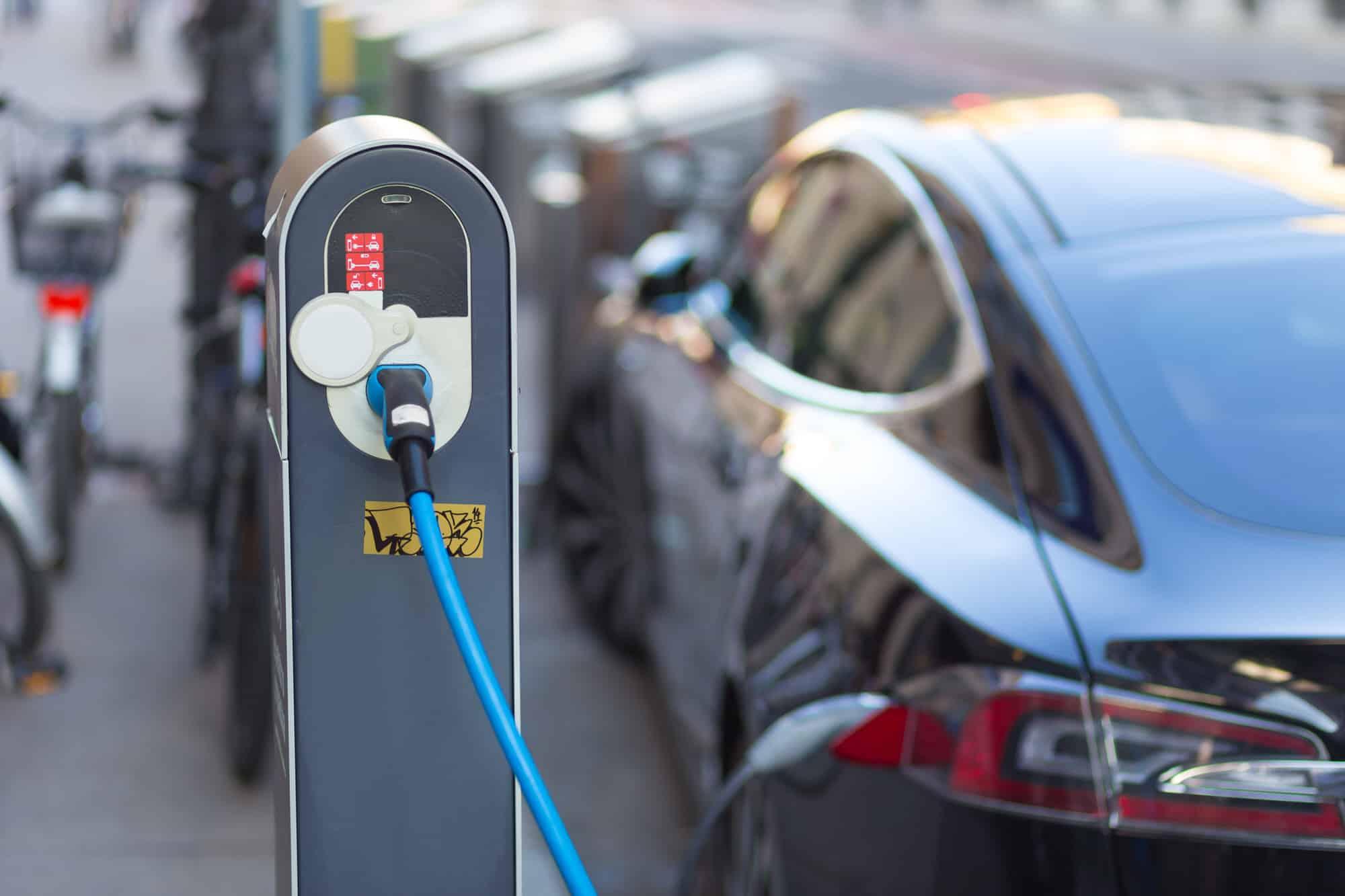 Ehrgeiziges Ziel: Werden bis 2020 eine Million Elektroautos Deutschlands Straßen befahren?