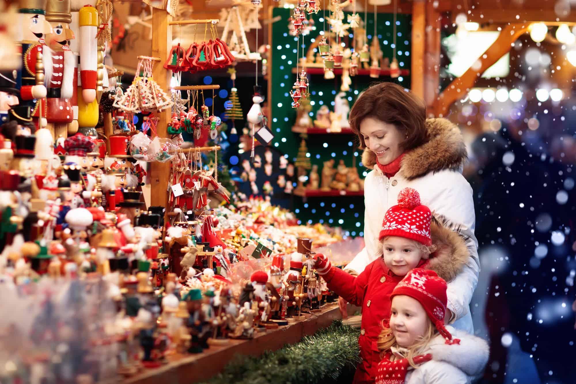 Hamburger Rathaus und Weihnachtsmarkt