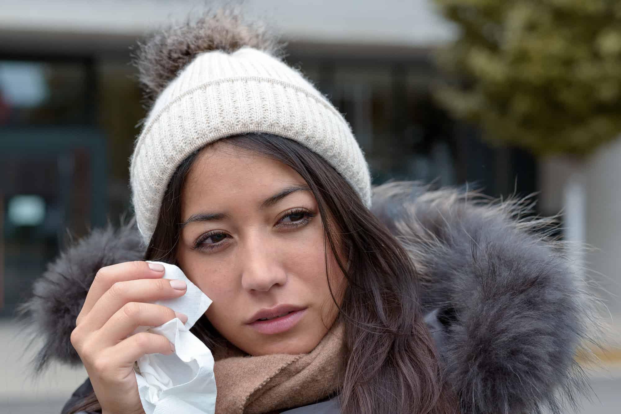 Wie schütze ich trockene Augen im Winter?